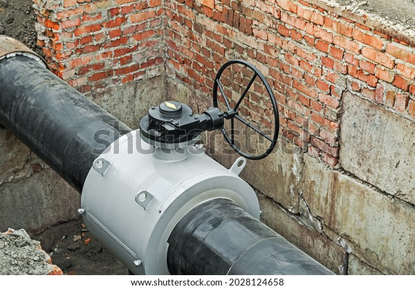 large-modern-metallic-valve-on-600w-2028