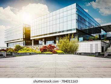 Großes, modernes Bürogebäude