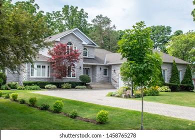 Split Level Home Images Stock Photos Vectors Shutterstock