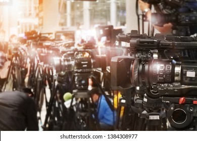 large number of press and media reporter in waiting for politicians event