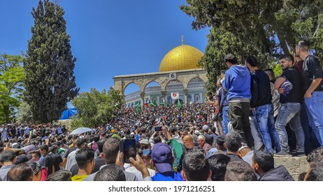 Large numbers of worshipers at Al-Aqsa Mosque in which there is clashes between Israeli police and palestines on May 09, 2021 Old city - East Jerusalem