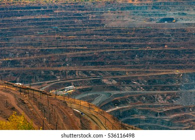 large quarry mining of iron ore
