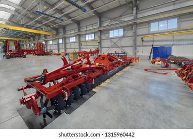 Large, spacious and light assembly shop. Manufacture of agricultural machinery.