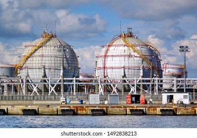 Large spherical storage tanks for natural gas and other fuel