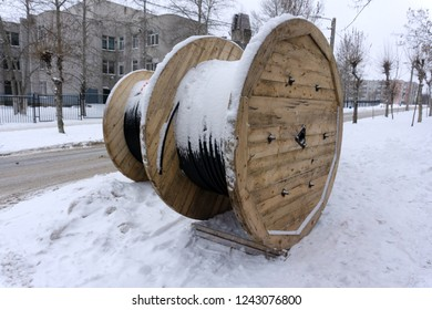 large spools of electric cable copper curre
