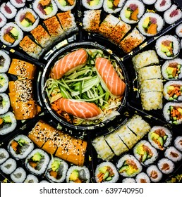 Large sushi tray, many types, look from above