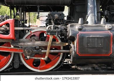 Grandes partes de vagones de tren. Imagen con enfoque selectivo.