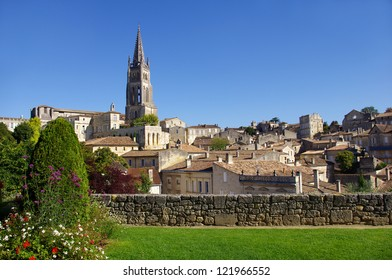 Large view on Saint Emilion. Saint-Emilion is one of the principal red wine areas of Bordeaux, the wines of Saint-Emilion are respected all over the planet.
