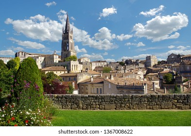 Large view on Saint Emilion Saint-Emilion is one of the principal red wine areas of Bordeaux, the wines of Saint-Emilion are respected all over the planet.