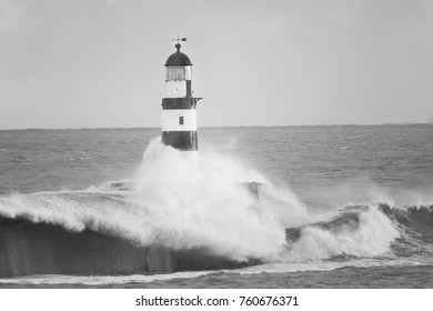 large wave crashed light house