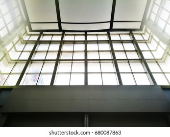 Large windows that illuminate the room with side sunlight