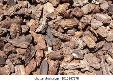 Large Wood Bark Mulch Chips