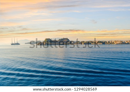large-yacht-heads-towards-old-450w-12940