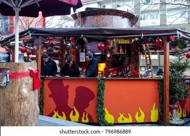 The largest burnt punch in the world, at the Christmas market in Nuremberg, Middle Franconia, Bavaria, Germany, Europe, 15. December 2014
