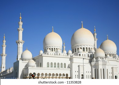 The largest mosque in United Arab Emirates