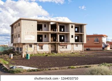 LAS GALLETAS / TENERIFE / SPAIN - NOVEMBER 2018.  Half-built apartment building with ´se vende´ ´for sale´ sign.