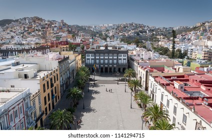 LAS PALMAS DE GRAN CANARIA, SPAIN – FEBRUARY 17, 2017: Views of the city of Las Palmas de Gran Canaria, Canary Islands, Spain, from the belltower of the Cathedral of Santa Ana