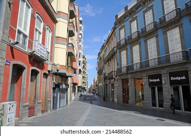 LAS PALMAS DE GRAN CANARIA, SPAIN - APRIL 17: Main shopping street Calle Triana in the capital cty of Gran Canaria. April 17, 2010 in Las Palmas, Grand Canary Island, Spain