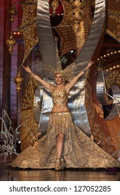 LAS PALMAS - FEBRUARY 01: Elisabeth Suarez from Canary Islands, performs onstage during the carnival' Queens Gala February 01, 2013 in Las Palmas, Spain