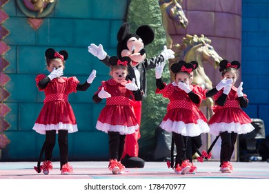 LAS PALMAS, SPAIN - FEBRUARY 23: Unidentified children from  ballet Silvia Barrera from Canary Islands, onstage during Children's Costume performance, on February 23, 2014 in Las Palmas, Spain