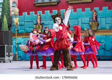 LAS PALMAS, SPAIN - FEBRUARY 23: Unidentified children from La Escuelita de Jeanette from Canary Islands, onstage during Children's Costume performance, on February 23, 2014 in Las Palmas, Spain