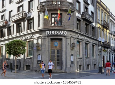Las Palmas,Gran Canaria.02.09.2019.A pedestrian shopping street ,  the Tousism office building entrance in focus, in Triana street, one of the City's most important and popular  shopping area.