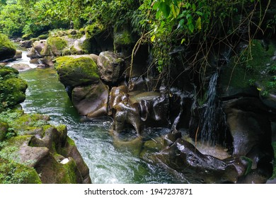 Las tinajas, natural relaxing pools with cascades next to the river Anzu
