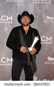 LAS VEGAS - APR 6:  Jason Aldean at the 2014 Academy of Country Music Awards - Arrivals at MGM Grand Garden Arena on April 6, 2014 in Las Vegas, NV