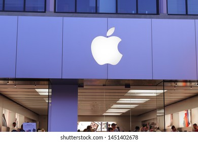 Las Vegas - Circa June 2019: Apple Store Retail Mall Location. Apple sells and services iPhones, iPads, iMacs and Macintosh computers III