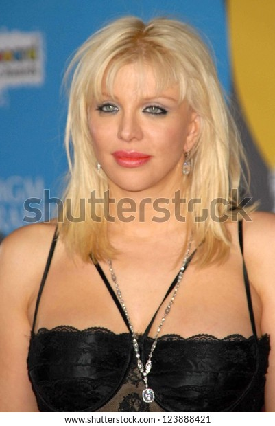 LAS VEGAS - DECEMBER 04: Courtney Love arriving at the 2006 Billboard Music Awards, MGM Grand Hotel December 04, 2006 in Las Vegas, NV