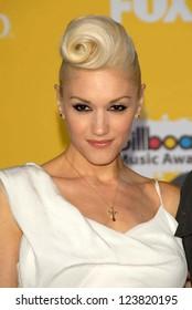 LAS VEGAS - DECEMBER 04: Gwen Stefani arriving at the 2006 Billboard Music Awards, MGM Grand Hotel December 04, 2006 in Las Vegas, NV