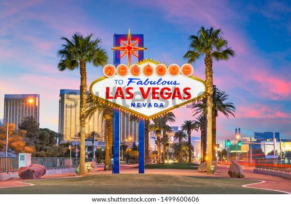 Las Vegas, Nevada, USA au panneau Bienvenue à Las Vegas à la tombée de la nuit.