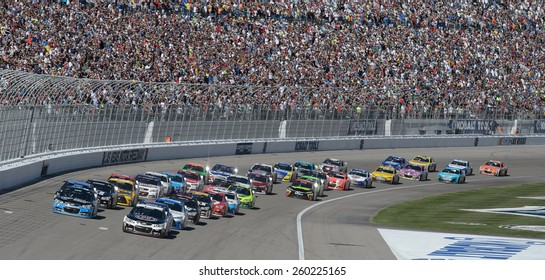 LAS VEGAS, NV - March 08: Kevin Harvick (4) leads the field at the restart at the NASCAR Sprint Kobalt 400 race at Las Vegas Motor Speedway on March 08, 2015