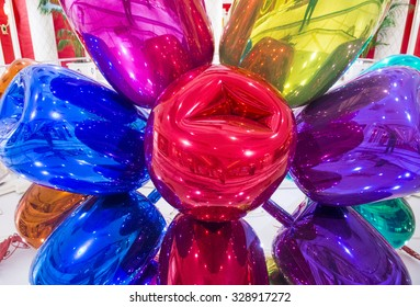 LAS VEGAS - SEP 10 : The Jeff Koons Tulips Sculpture display at the Wynn Hotel in Las Vegas on September 10 , 2015. The sculpture purchased by Steve Wynn in 2012 for $33.6 million dollars