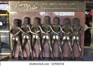LAS VEGAS, USA - SEPTEMBER 1: statues on September 1, 2007 in Las Vegas: Crazy Girls bronze statues at the Riviera Casino. Publicity gimmick at the entrance of the casino.
