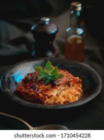 lasagnes à la sauce tomate, à la viande et au basilic