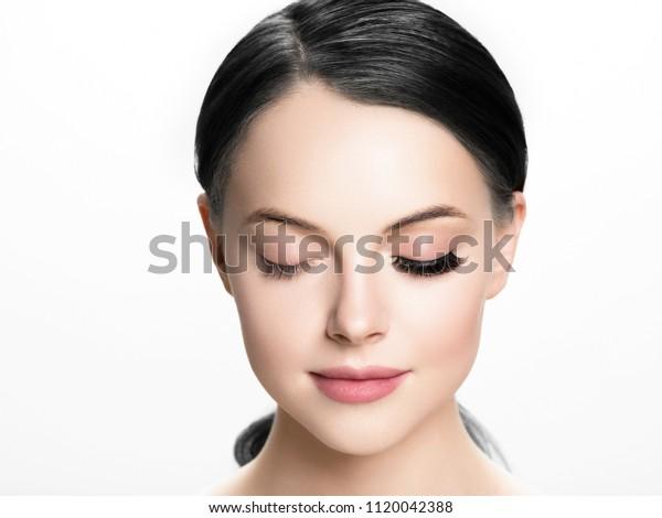 アフター、まつげ、美しい女性の目を覆う前に点滅