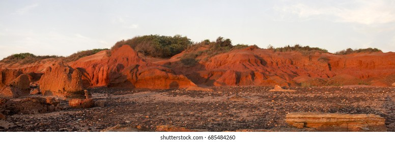 The last rays of the setting sun highlight the rocks at stunning Gantheaume Point, a red-sandstone headland that juts out into the Indian Ocean near beautiful Cable Beach, Broome, Western Australia.