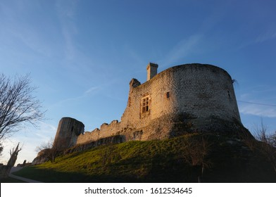 Last remains of the fortress of Castelnau-de-Lévis, France, one of the main strongholds in Albigeois in the Middle Ages, built on a limestone outcrop : here the ruins of the seigneurial residence