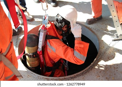 Lat Krabang, Thailand, November 29, 2018 ; Employees are trained in confined spaces, Use respiratory equipment and tripod.