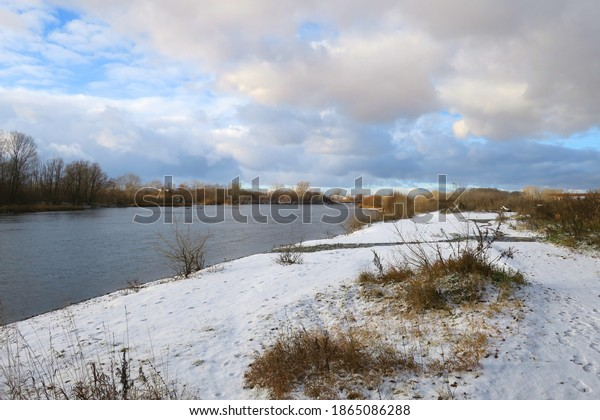 late-autumn-landscape-river-600w-1865086