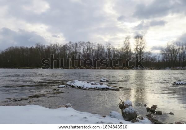 late-autumn-landscape-river-600w-1894843