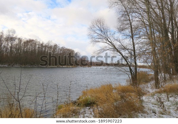 late-autumn-landscape-river-600w-1895907