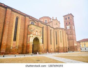 Lateral facade of The Cattedrale di Santa Maria Assunta e San Gottardo, Asti Cathedral. View from the Piazza Cattedrale square. Asti, Piedmont, Italy.