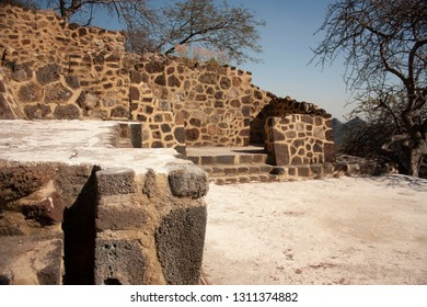 Lateral walls of archaeological vestiges in pyramid that date from the year 1153 in the chasm of the great hill of the speaker in a state of Mexico