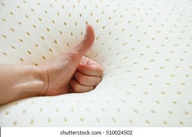 latex pillow texture; perforated natural latex; hevea juice; orthopedic