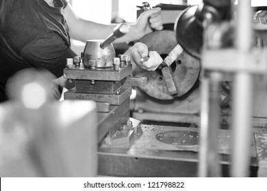 lathe turner works for lathe. Turner is working on the machine