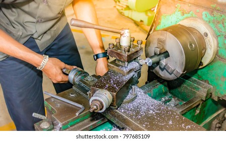 Lathe working with the machine controller.