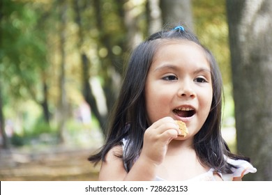 Latin kid eating cookie