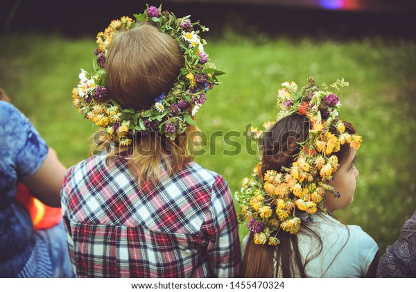 latvian-culture-tradition-ligo-celebrati